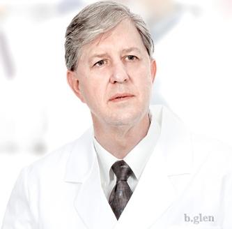 ブライアン・ケリー博士の写真